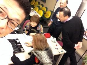 IT戦略会議中 1円くんまごころ財団訪問2014年12月24日撮影