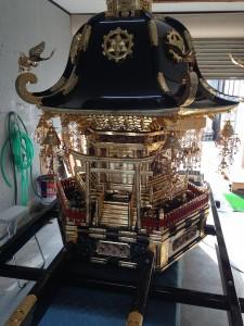近藤仏壇店での神輿の修繕 2015年3月2日撮影